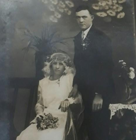 O casal Carolina Werz e Carlos Emilio Fernando Ritscher,   no dia de seus casamento, em 1932.  Imagem: Acervo Lucas Ritscher - FOTO 1 -