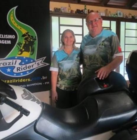 Casal rondonense Miguel e Loreni Reichert que começaram no dia 05 de março de 2016, uma viagem internacional pela América do Sul com o uma motocicleta. Imagem: Acervo O Presente Crédito: Joni Lang - FOTO 2 -