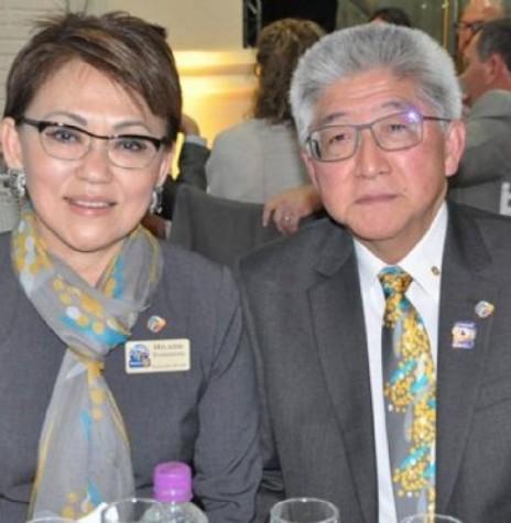 Casal Eduardo Katsusi Toshimitsu e esposa Hilaide, ele governador do Distrito 4640, do Rotary Clube.  Imagem: Acervo Central Cultural - FOTO 8 -