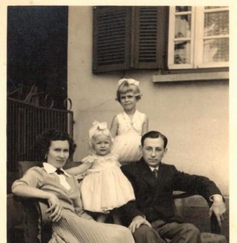 Casal Arlindo Alberto e Norma (Pöttker) Lamb, com as filhas Mirna e Ledi, que chegou a então Vila de General Rondon, em 26 de maio de 1955. Imagem: Acervo da Família - FOTO 2 -
