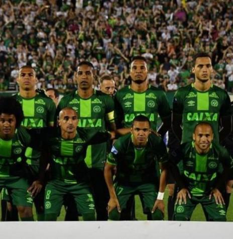 Equipe da Chapecoense 2016 acidentada na Colômbia, em novembro de 2016.  Imagem: Acervo http://jornaldesantacatarina.clicrbs.com.br/ Crédito: Nelson Almeida/AFP - FOTO 2 -