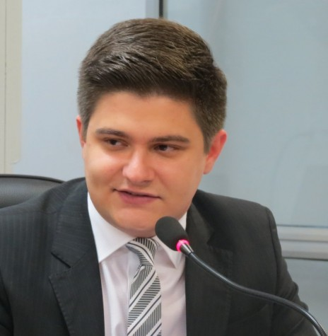 Vereador Arion Nasihgil, autor do projeto de lei complementar nº 01/2017, na Câmara Municipal de Marechal Cândido Rondon.  Imagem: Acervo Marechal News - FOTO 14 -