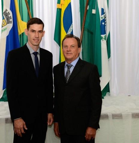 Anderson Bento Maria e Eliseu Spaniol, prefeito e vice-prefeito, respectivamente,  de Maripá.  Imagem: Acervo Prefeitura Municipal de Maripá - FOTO 31 -