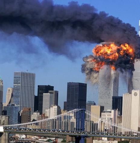 Explosão no momento em que o avião bateu contra a torre sul do WTC.  Imagem: Acervo http://articles.latimes.com/ Crédito: Robert Clark / Associated Press - FOTO 7 -