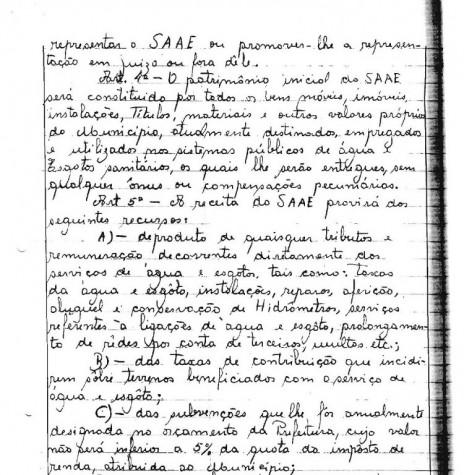 Cópia da Lei Municipal nº 223/66 (3ª página), de 19 de agosto de 1966, que criou o Serviço Autônomo de Água e Esgoto de Marechal Cândido Rondon - o SAAE.  O detalhe curioso é que naquela época as leis eram manuscritas em livros de atas.  Imagem: Acervo Arquivo da Prefeitura Municipal de Marechal Cândido Rondon