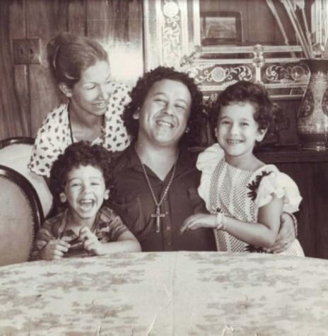 Cantor Altemar Dutra com a esposa, a cantora Martha Mendonça e filhos; ele que se apresentou a primeira vez em Marechal Rondon em 05 de maio de 1971. Imagem: Acervo Memória Rondonense – FOTO 5 -