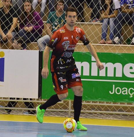 Pivô Ronaldo contratado pela equipe Copagril Futsal, em julho de 2016.  Imagem: Alcir 61 -  Crédito: Robson Komochena - FOTO 4 -