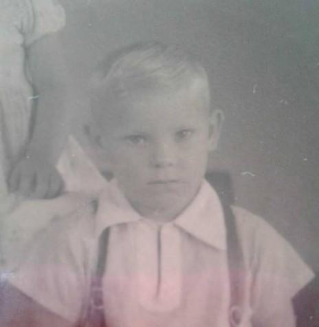 Menino Dario Paulo Schacht,  falecido em janeiro de 1962, filho do casal pioneiro do distrito de São Roque, Rene Assela e Seni Edemar Schacht.  Imagem: Acervo Clarice Beatriz Schacht Fietz - FOTO 1  -