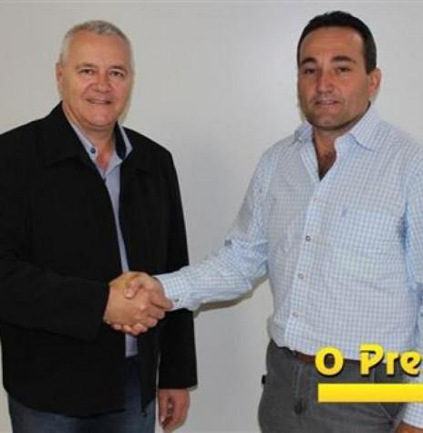 Leomar Rohde (Mano), a esquerda, e Dirceu Anderle eleitos prefeito e vice-prefeito de Pato Bragado, respectivamente, em outubro de 2016.  Imagem: Acervo O Presente Digital - FOTO 8 -
