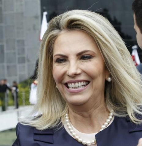 Cida Borghetti depois de tomar posse como governadora do Paraná, na Assembleia Legislativa, em 06 de abril de 2018.  Imagem: Acervo Gazeta do Povo - Crédito: Daniel Caron - FOTO 7 -
