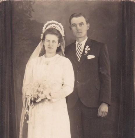 O casal  Amália ( nascida Buss)   e Arthur Siewert, em fotografia no dia de casamento.  Imagem: Acervo Agnes Siewert - FOTO 3  -