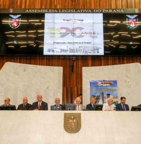 Composição da Mesa Oficial da Sessão Solene dos 190 Anos da Imigração Alemã no Paraná. Imagem: Acervo Memória Rondonense -  FOTO 15 -