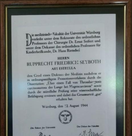 Título de doutoramento do médico Dr. Friedrich Rupprecht Seyboth pela Universidade Würzburg, Alemanha.  Imagem: Acervo Pedro Seyboth - Crédito: Tioni de Oliveira - FOTO 2 -