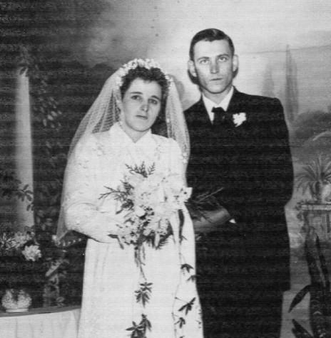 Os noivos Iloni Schmidt e Alceno Weber, cujo casamento aconteceu em 23 de maio de 1958.  Imagem: Acervo do casal - FOTO 3 -