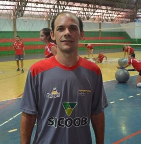 Claudiomiro Vieira Santos (Miro) convocado para auxiliar técnico da Seleção Brasileira de Vôlei Sub 20.  Imagem: Acervo O Presente - Crédito: Joni Lang - FOTO 7 -