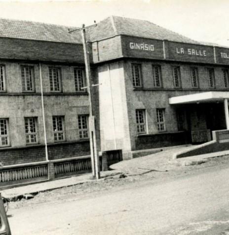 Vista do Colégio La Salle, na cidade de Toledo, na década de 1960, onde estudaram muitos rondonenses. Imagem: Acervo Sérgio Campagnolo - Toledo – PR - FOTO 1 -