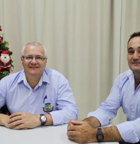Leomar Rohden (e) e Dirceu Anderle  - eleitos prefeito e vice-prefeito de Pato Bragado. Imagem: Acervo AquiAgora.net - FOTO 9 -