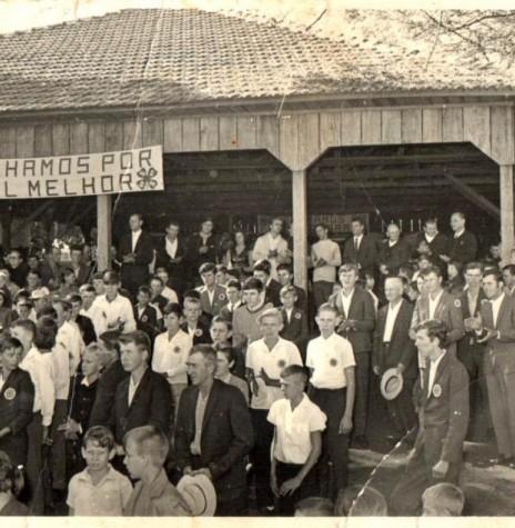 Solenidade de abertura da exposição do Clube 4-S Flor da Serra, no pavilhão da Comunidade Evangélica de Iguporã, em 02 de julho de 1972.  Imagem: Acervo Harto Viteck - FOTO 7  -