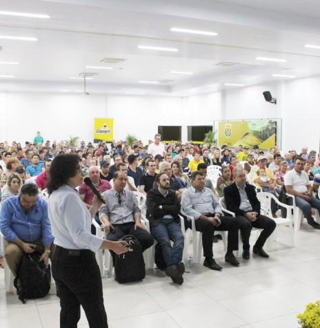 Alocução da dra. Jane Lara Grosso no Seminário Anual de Produtores de Avez da Copagril, em agosto de 2018.  Imagem: Acervo Comunicação Copagril - Crédito: Carina Ribeiro - FOTO 13 -