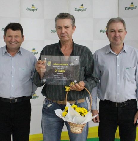 Representante do Núcleo Boeing, do município de Mercedes,  recebendo o prêmio de 2º lugar  na categoria