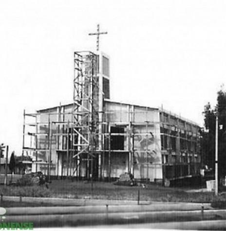 Atual templo da Comunidade Cristo, em construção e inaugurado em 19 de novembro de 1975. Imagem: Acervo Família Seyboth - FOTO 6 -
