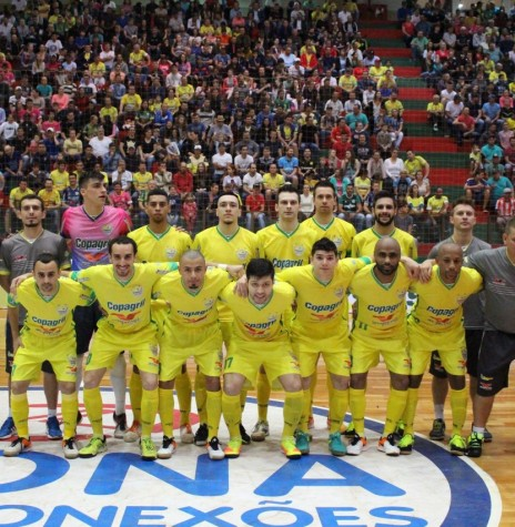 Equipe da Copagril Futsal que venceu o Guarapuava 2 x1 e a classificou para as quartas de final da Liga Nacional de Futsal, em 15 de outubro de 2016.  Imagem: Acervo Imprensa Copagril Crédito da imagem: Carina Ribeiro - FOTO  11 -