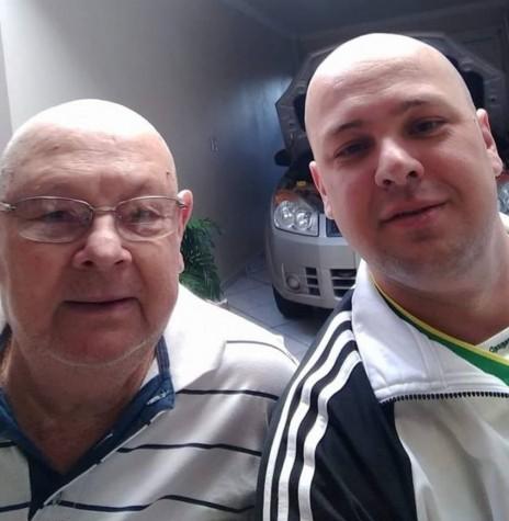 Ermin Allebrandt, falecido em julho de 2018, com o filho Marlo Roberto.  Imagem: Acervo pessoal - FOTO 7 -