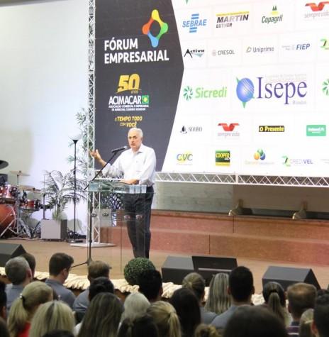 Jornalista Willian Waack palestrando em Marechal Cândido Rondon, em outubro de 2018. Imagem: Acervo Acimacar - FOTO 13 -