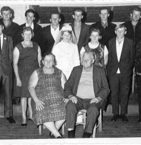 Os pioneiros Hugo e Selma von Borstel Freitag (em memória), com seus 11 filhos.  Imagem: Acervo Jorge Roberto Freitag - Raul Peña - Paraguai