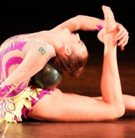 Ginasta Karine Walter, participante do Torneio Internacional de Ginástica Rítmica de Corell Essones.  Imagem: Acervo O Presente - FOTO 12 -