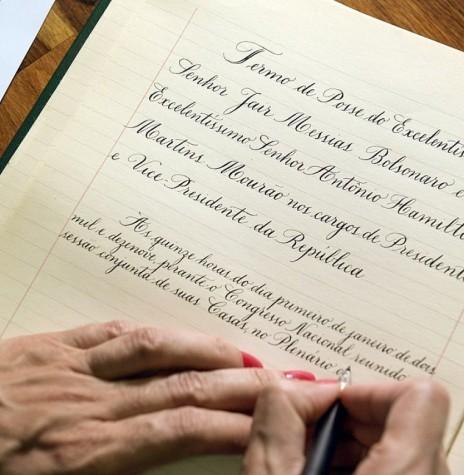 Elaboração do termo de posse de Jair Messias Bolsonaro como 38º Presidente do Brasil.  Imagem: Acervo Senado Federal - Crédito: Pedro França - FOTO 37 -