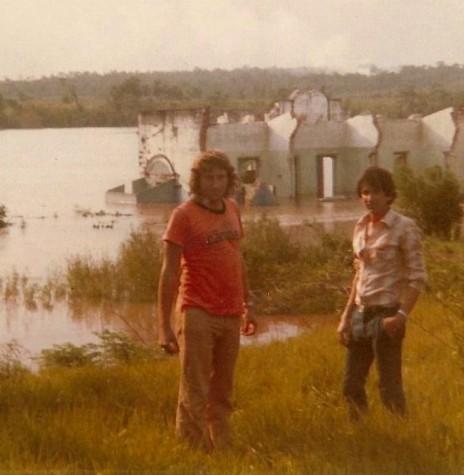 Represamento das águas do Rio Paraná no então Porto Mendes, no município de Marechal Cândido Rondon. Imagem: Acervo Artemio Karpinski -  FOTO 1 -