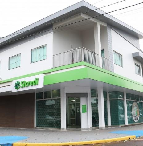Agência da Sicredi Aliança PR/SP, na cidade de Pato Bragado, reinaugurado em  final de junho de 2019.  Imagem: Acerco da Comunicação da cooperativa - FOTO 9 -