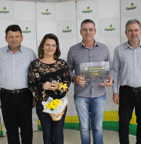 Produtor  Vilmar Krenchinski  e esposa, de  Marechal Cândido Rondon, 1º lugar na categoria