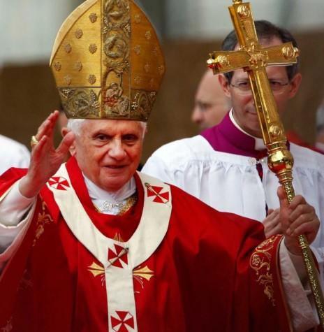 Papa Bento XVI eleito ao cargo em 19 de abril de 2005.  Imagem: Acervo religiao.culturamix - FOTO 11 -