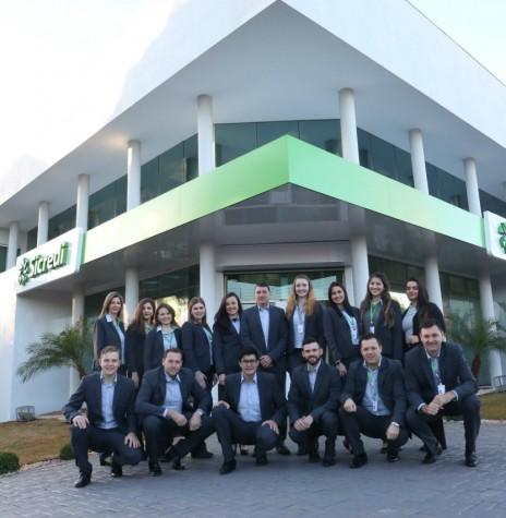 Corpo de funcionários da agência Entre Rios do Oeste  revitalizada.   Imagem: Acervo Sicredi Aliança PR/SP - FOTO 13 -