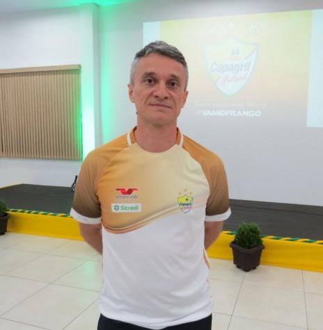 Técnico Paulinho Cardoso que deixou a Copagril Futsal em maio de 2019.  Imagem: Acervo O Presente - Crédito: Joni Lang - FOTO 8 -