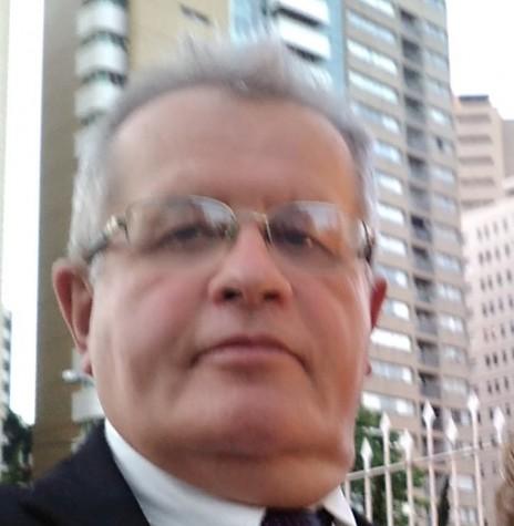 Adair Krolow que trabalhou na Rádio Difusora Rondon, de 1977 a 1980.  Imagem: Acervo pessoal - FOTO 5 --