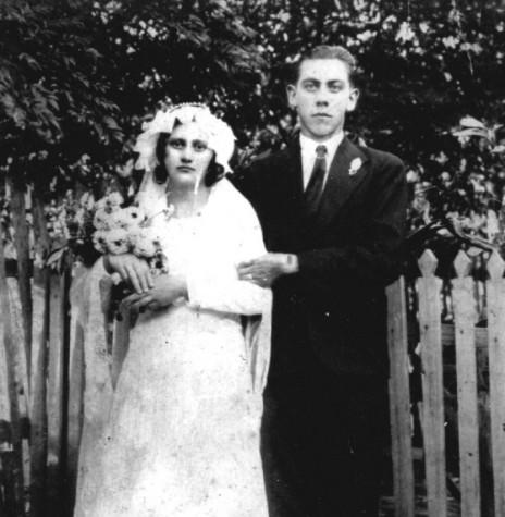 Casal pioneiro rondonense Lidia (nascida Hack) e Oswaldo Weber, no dia de seu casamento, na cidade Piratuba.  Imagem: Acervo da Família - FOTO 2 -