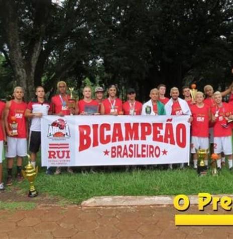 Equipe de basquete da AROBA bicampeã brasileira 2017.  Imagem: O Presente Digital - FOTO 4 -