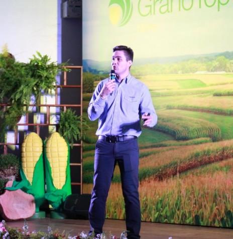 Luiz de Oliveira, gerente regional da Syngenta, na abertura da solenidade de premiação do Grano Top 2017. Imagem: Acervo Comunicação Copagril - Crédito: Fernando Ames - - FOTO 10 -