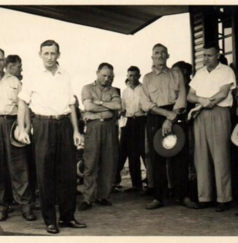 Alfredo Wanderer, o primeiro da esquerda à direita, falecido em julho de 2001.  Imagem: Acervo Memória Rondonense - FOTO 1 -