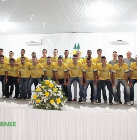 Comissão técnica e jogadores da Copagril Futsal para a disputa da temporada 2016.  Imagem: Imprensa Copagril - FOTO 7 -
