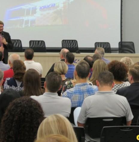 Evandro Razzato em sua palestra no evento de posse do Codemar.  Imagem: Acervo O Presente  - FOTO 9 -