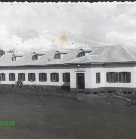 Hospital e Maternidade Filadélfia, construção em madeira beneficiada, em fotografia de 1956.  Imagem: Acervo Orlando e Rafael Sturm