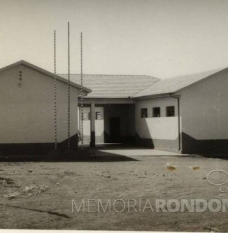 Grupo Escolar Comandante Luiz Augusto de Moraes Rego na data em que ficou pronta a sua construção. Imagem: Acervo Fundo Fotográfico de Marechal Cândido Rondon  - FOTO 5 -