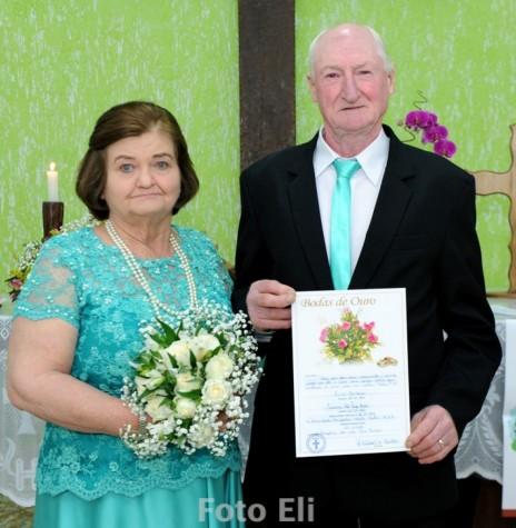 Casal rondonense jubilar de Bodas de Ouro, Iracema e Osmar Kaiser.  Imagem: Acervo Wilda Buss/Facebook - FOTO 8 -
