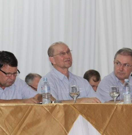 Diretoria-executiva da Copagril; Márcio Buss,  diretor-secretário (e); Ricardo Silvio Chapla, diretor-presidente (c); e  Elói Darci Podkowa, direttor vice-presidente, eleitos em Assembleia Geral Ordinária, em 31 de janeiro de 2019.  Imagem: Acervo Rádio Difusora do Paraná AM - Crédito: Carina Ribeiro - FOTO 13 -