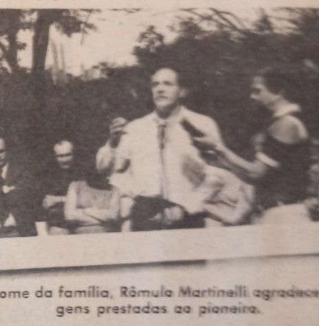 Advogado Rômulo Martinelli agradecendo a homenagem prestada em nome da família do homenageado.  Imagem : Acervo O Estado do Paraná - FOTO 5 -