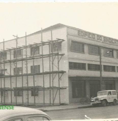 Atual prédio do Sindicato Rural de Marechal Cândido Rondon, cuja autorização de construção foi aprovada em 10 de dezembro de 1969.  Imagem: Acervo Vilton Graff